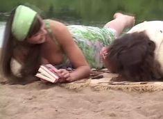 Анна Снаткина засветила грудь в сериале «Заколдованный участок» фото #7