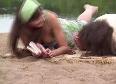 Анна Снаткина засветила грудь в сериале «Заколдованный участок» фото #9