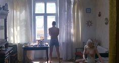 Сексуальная Оксана Акиньшина показала голые сиськи в фильме «Игры мотыльков» фото #1