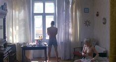 Сексуальная Оксана Акиньшина показала голые сиськи в фильме «Игры мотыльков» фото #2