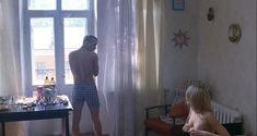 Сексуальная Оксана Акиньшина показала голые сиськи в фильме «Игры мотыльков» фото #4