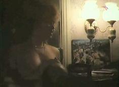 Наталья Лапина показала голую грудь в фильме «Имитатор» фото #4