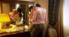 Екатерина Маликова засветила голую грудь в сериале «Индус» фото #3