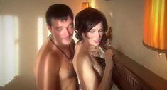 Екатерина Маликова засветила голую грудь в сериале «Индус» фото #15