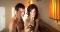 Екатерина Маликова засветила голую грудь в сериале «Индус» фото #19