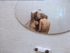 Евдокия Германова показала голые сиськи в фильме «Кикс» фото #1