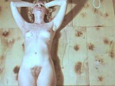 Полностью голая Наталья Суркова в фильме «Клоунада» фото #8
