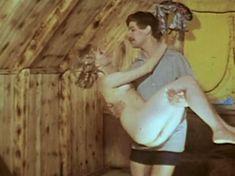 Полностью голая Наталья Суркова в фильме «Клоунада» фото #9
