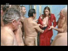Красотка Екатерина Стриженова оголила грудь в фильме «Купание принцев» фото #2