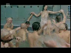 Красотка Екатерина Стриженова оголила грудь в фильме «Купание принцев» фото #8