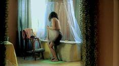 Евгения Трофимова оголила грудь и попу в фильме «Летний дождь» фото #12