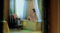 Евгения Трофимова оголила грудь и попу в фильме «Летний дождь» фото #15