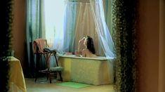 Евгения Трофимова оголила грудь и попу в фильме «Летний дождь» фото #16
