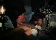 Красивая Дарья Повереннова засветила грудь в фильме «Лето любви» фото #5