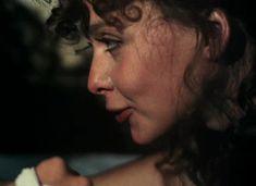 Красивая Дарья Повереннова засветила грудь в фильме «Лето любви» фото #6