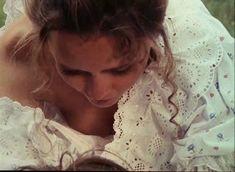 Красивая Дарья Повереннова засветила грудь в фильме «Лето любви» фото #15