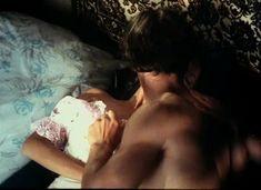 Красивая Дарья Повереннова засветила грудь в фильме «Лето любви» фото #29