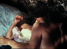 Красивая Дарья Повереннова засветила грудь в фильме «Лето любви» фото #30