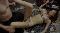 Ольга Родионова оголила грудь и засветила письку в фильме «Лифт» фото #2
