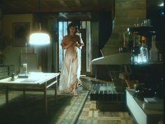 Ирина Шмелева оголила грудь и попу в фильме «Ловушка для одинокого мужчины» фото #1