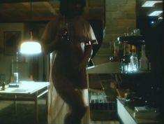 Ирина Шмелева оголила грудь и попу в фильме «Ловушка для одинокого мужчины» фото #2
