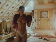 Ирина Шмелева оголила грудь и попу в фильме «Ловушка для одинокого мужчины» фото #9