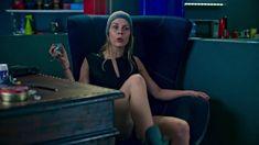 Маруся Зыкова засветила трусики в сериале «Лондонград. Знай наших» фото #4