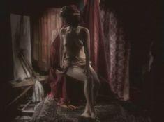Любовь Тихомирова оголила грудь в сериале «Любовные авантюры» фото #7