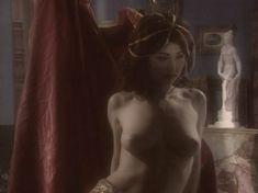 Любовь Тихомирова оголила грудь в сериале «Любовные авантюры» фото #11