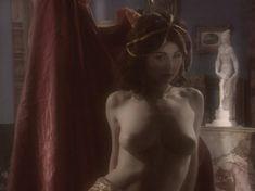 Любовь Тихомирова оголила грудь в сериале «Любовные авантюры» фото #12