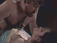 Любовь Тихомирова оголила грудь в сериале «Любовные авантюры» фото #17