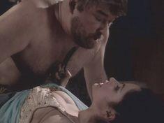 Любовь Тихомирова оголила грудь в сериале «Любовные авантюры» фото #18