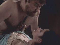 Любовь Тихомирова оголила грудь в сериале «Любовные авантюры» фото #19