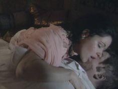 Любовь Тихомирова оголила грудь в сериале «Любовные авантюры» фото #25