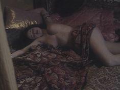 Любовь Тихомирова оголила грудь в сериале «Любовные авантюры» фото #43