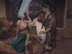 Любовь Тихомирова оголила грудь в сериале «Любовные авантюры» фото #51