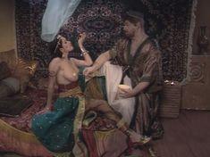Любовь Тихомирова оголила грудь в сериале «Любовные авантюры» фото #52