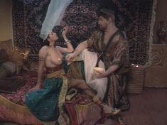 Любовь Тихомирова оголила грудь в сериале «Любовные авантюры» фото #55