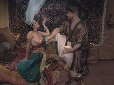Любовь Тихомирова оголила грудь в сериале «Любовные авантюры» фото #56