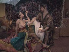 Любовь Тихомирова оголила грудь в сериале «Любовные авантюры» фото #58