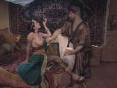 Любовь Тихомирова оголила грудь в сериале «Любовные авантюры» фото #59