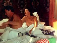 Привлекательная Ольга Кабо показала сиськи в фильме «Любовь немолодого человека» фото #3