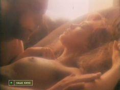 Голая грудь Ольги Дроздовой в фильме «Любовь, предвестие печали» фото #9