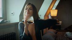 Сексуальная Любовь Аксенова показала голые сиськи в сериале «Мажор» фото #22