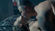 Сексуальная Любовь Аксенова показала голые сиськи в сериале «Мажор» фото #35