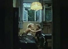 Абсолютно голая Александра Колкунова в сериале «Мир в другом измерении» фото #1