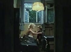 Абсолютно голая Александра Колкунова в сериале «Мир в другом измерении» фото #3