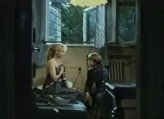 Абсолютно голая Александра Колкунова в сериале «Мир в другом измерении» фото #5