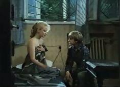 Абсолютно голая Александра Колкунова в сериале «Мир в другом измерении» фото #6