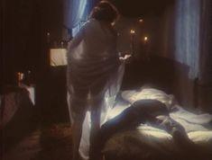 Эротичная Ольга Кабо оголила грудь в сериале «Мушкетеры 20 лет спустя» фото #1